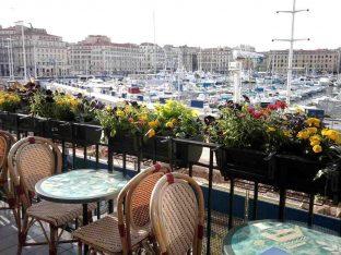 la caravelle est un bar restaurant à marseille sur le vieux port